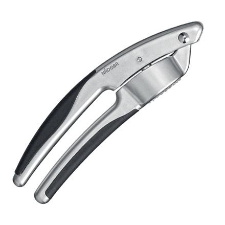 Пресс для чеснока, матовый хром, серия UNDINAЦинковый сплав с матовым хромированием. Высококачественная нержавеющая сталь. TPR-покрытие на рукоятках не позволяет выскальзывать инструментам.<br>