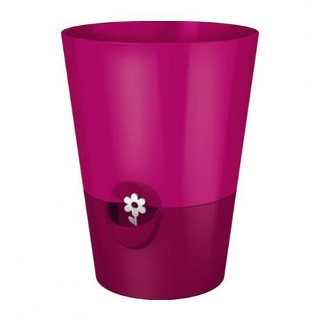 Горшок цветочный FRESH HERBS с самополивом 13 см розовыйНемецкий бренд EMSA дарит жителям мегаполисов прекрасные аксессуары для дома и загородных домов, которые всегда радуют покупателей своим ярким и стильным дизайном и функциональностью. Европейский вариант кашпо, который пользуется популярностью во всем мире. Горшок с самополивом отлично подойдет для людей, которым некогда ухаживать за комнатными растениями. Благодаря специальному резервуару на дне, растения смогу получить нужное количество питательных элементов самостоятельно и в нужном количестве.<br>