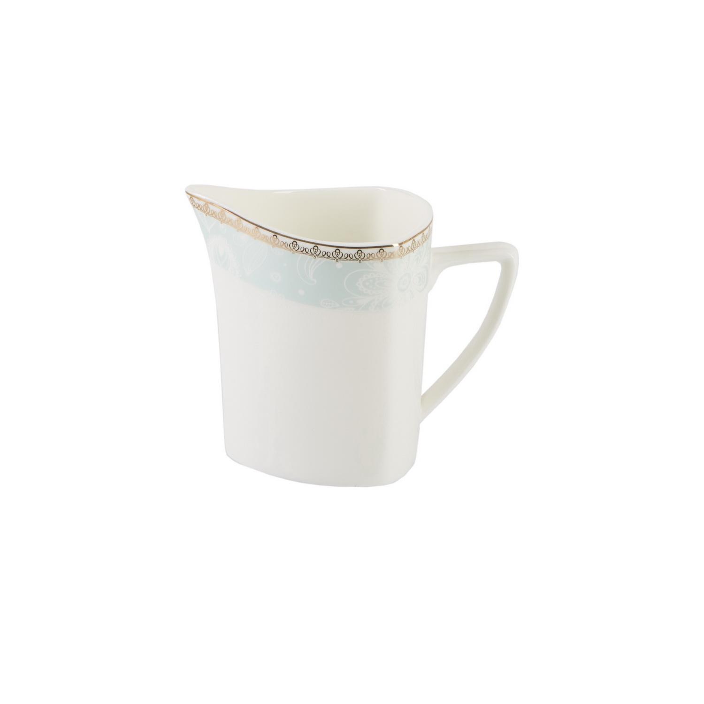 Сервиз чайный Лазурь 15 предметовЧайный сервиз Лазурь – яркий образец гармоничного сочетания классического и авангардного стилей. Шесть чашек традиционной округлой формы комплектуются необычнымиасимметричными блюдцами. Чайник, больше похожий на кофейник, благодаря вытянутому силуэту, короткому носику и большой ручке выглядит оригинально и привлекательно.Все приборы в сервизе выполнены из фарфора. Посуда из него, особенно чашки, легка,  но при этом прочна и надежна. По верхнему краю каждого элемента орнамент в стиле турецкий огурец на широких лазурных полосах. Он придает всему сервизу легкий южный мотив и глядя на него так и хочется оказаться на море<br>