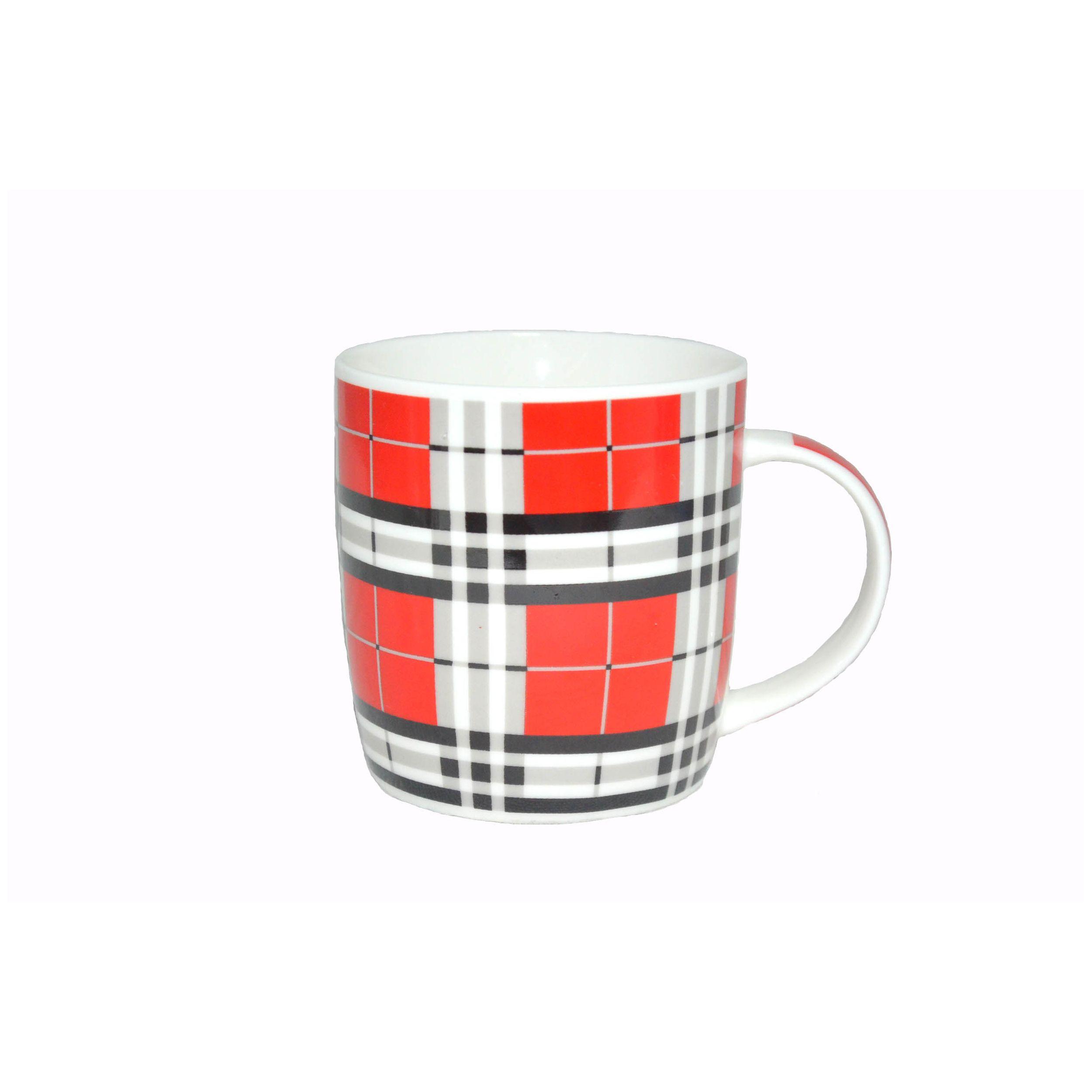 Кружка фарф 350мл бочка Шотландка 4 ТМ RainbowКружка Шотландка 4 ТМ Рейнбоу с лаконичным и простым принтом станет отличным выбором для оснащения домашней кухни. Посуда этой серии отличается высоким качеством исполнения и гармонично сочетается с остальной посудой. Изящная форма и толстые стенки удобны в эксплуатации и уходе. Кружку можно мыть в посудомоечной машине с прочей посудой. Изделие выполнено из качественного фарфора, который изготавливается по новейшей технологии без использования токсичных и вредных веществ, а также обеспечивает высокую прочность и долговечность. Кружка Шотландка 4 ТМ Рейнбоу подходит для сервировки чая, кофе и других горячих и холодных напитков.<br>