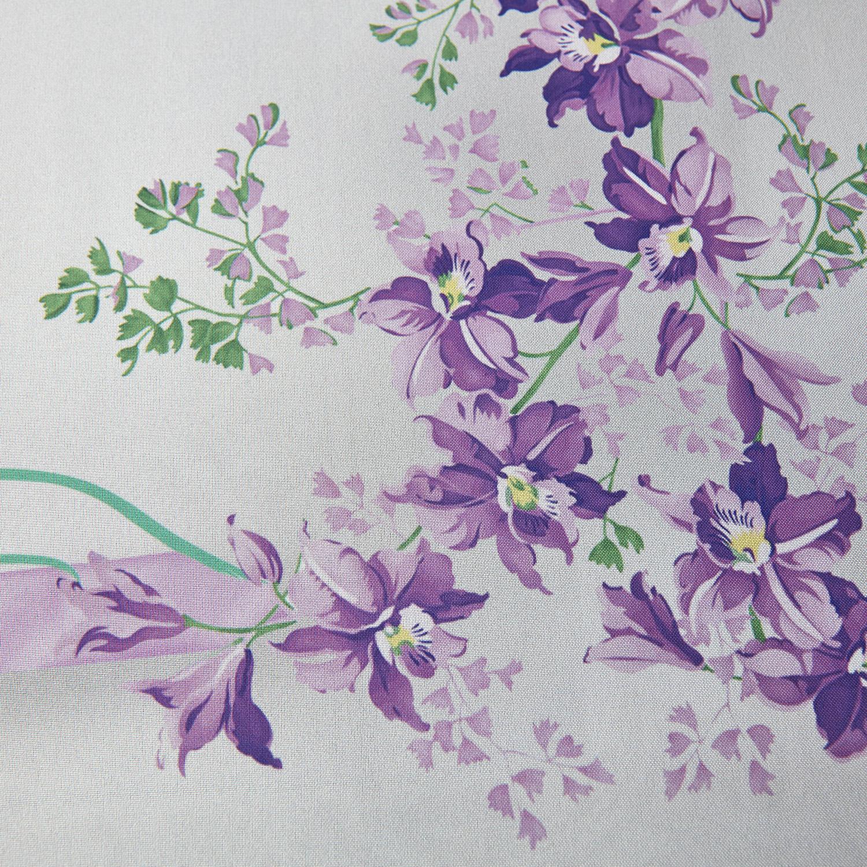 Скатерть Papillon ГабардинСкатерть Papillon станет украшением любой кухни. Листья, цветы, бабочки и птицы разных цветов выделяются на белом фоне и привлекают внимание к обеденному столу. Скатертью можно прекрасно дополнить пестрый интерьер, либо сделать ее одним из ярких акцентов в минималистичном дизайне кухни.Красота и практичностьГабардин, из которого сделана скатерть, – чрезвычайно удобный материал. Он ровный и красивый, при этом почти не пропускает влагу, хорошо держит форму и не выцветает после стирок и глажки. Для предмета, который будет регулярно контактировать с едой, материал подходит лучше всего.Купить скатерть Папиллон Магиа Густо вы можете в нашем интернет-магазине Cookhouse. Мы доставляем товары курьерскими службами, лично в руки либо через систему Boxberry.<br>