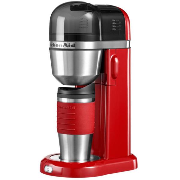 Кофеварка с кружкой, краснаяКомпания Kitchen Aid уже много лет создает качественных и надежных помощников для кухни. Кофеварки созданы из качественных материалов и имеют компактный размер.<br>