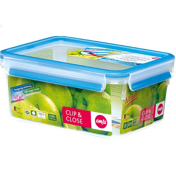 Контейнер CLIP &amp; CLOSE Emsa, 2.3 л, /голубойКонтейнер CLIP &amp; CLOSE - незаменимый аксессуар для дома и работы. Благодаря удобным защелкам, которые герметично закрываются, контейнер можно брать с собой, не опасаясь, что суп выльется или что-то рассыплется. Ёмкость выполнена из прочного и экологически чистого пищевого пластика, который не вреден для здоровья. Объём: 2,3 л.<br>