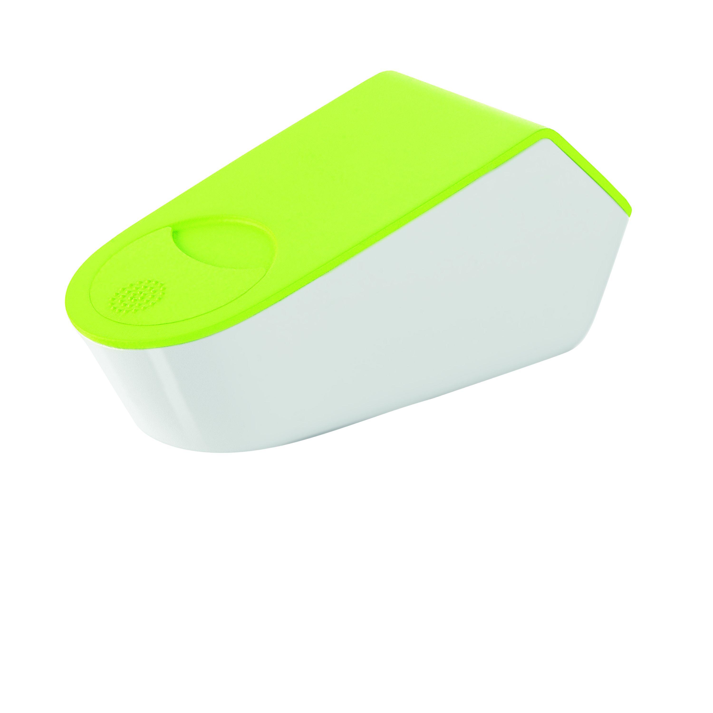 Терка с контейнером и крышкой MY KITCHEN зеленаяТерка с контейнером и зеленой крышкойМАЙ КИТЧЕН представляет собой компактную и практичную систему для измельчения, удобного хранения и сервировки продуктов. Она подходит для сыров, специй, цитрусовых и прочих продуктов и позволяет не только натирать их на мелкой терке из нержавеющей стали, но и хранить свежими в течение длительного времени. Отверстие с прокручивающейся крышкой дает возможность аккуратно добавить нужное количество продукта в блюдо. Дно контейнера оснащено противоскользящими ножками. Изделие легко разбирается, собирается, удобно в уходе и подходит для мытья в посудомоечной машине.<br>